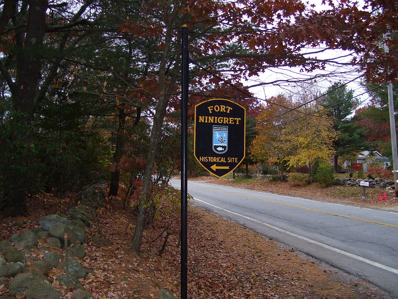 A Rhode Island Department of Environmental Management marks the entrance to the fort.
