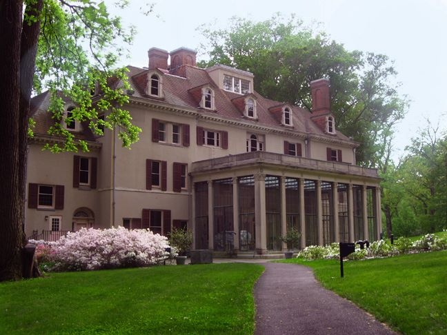 The Winterthur mansion is a historic property once owned by the du Pont family. Today, it is a decorative arts museum housing a collection of 90,000 works of art.