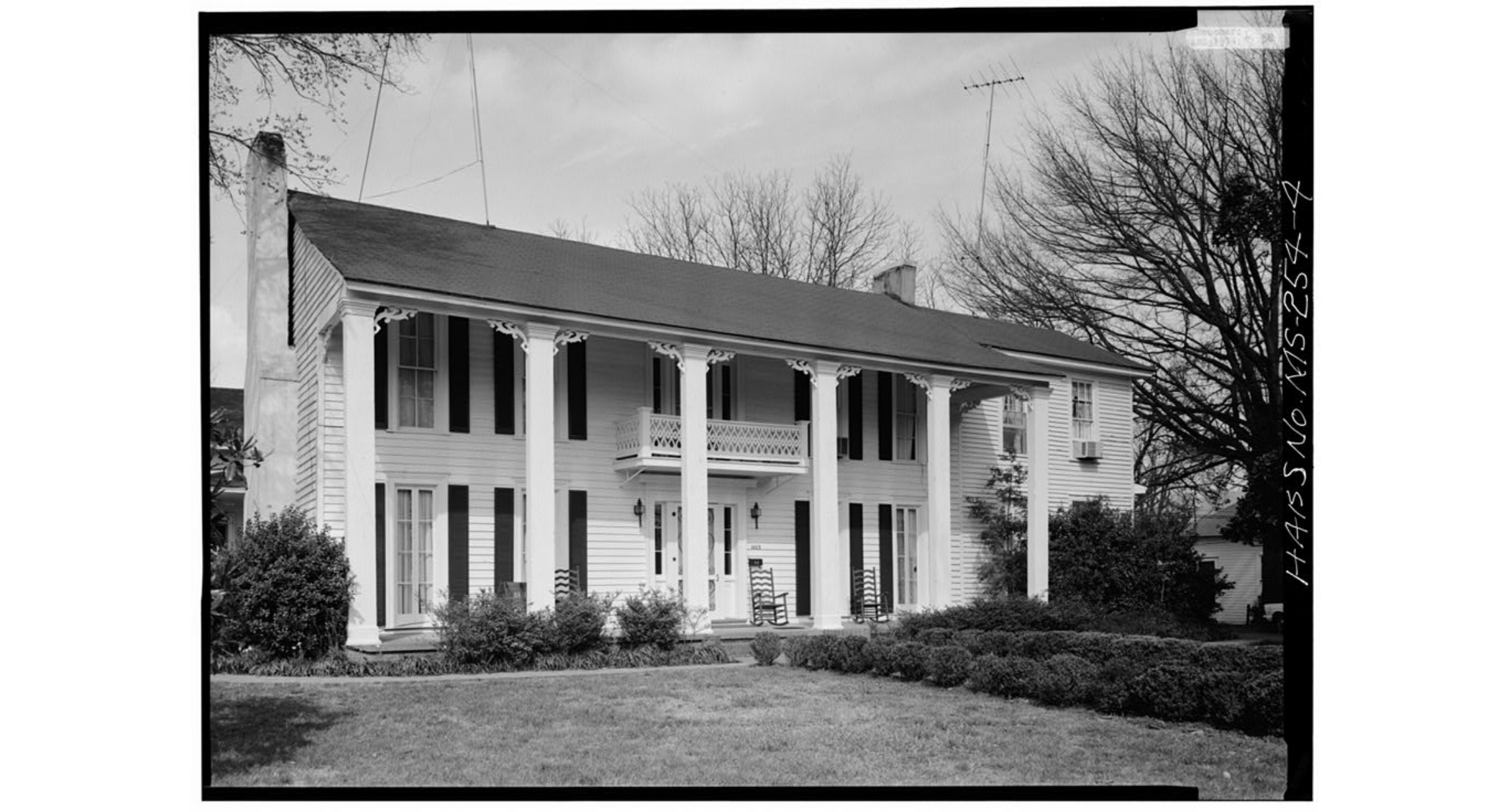 A picture of the house showing the two-story side addition