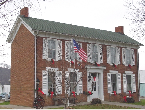 The Ohio Tobacco Museum was constructed in the Federal and Georgian types of architecture by the Epsey family, who produced munitions.