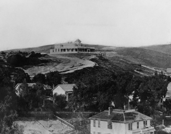 Fort Moore Hill in 1900. Banning Mansion on top of hill