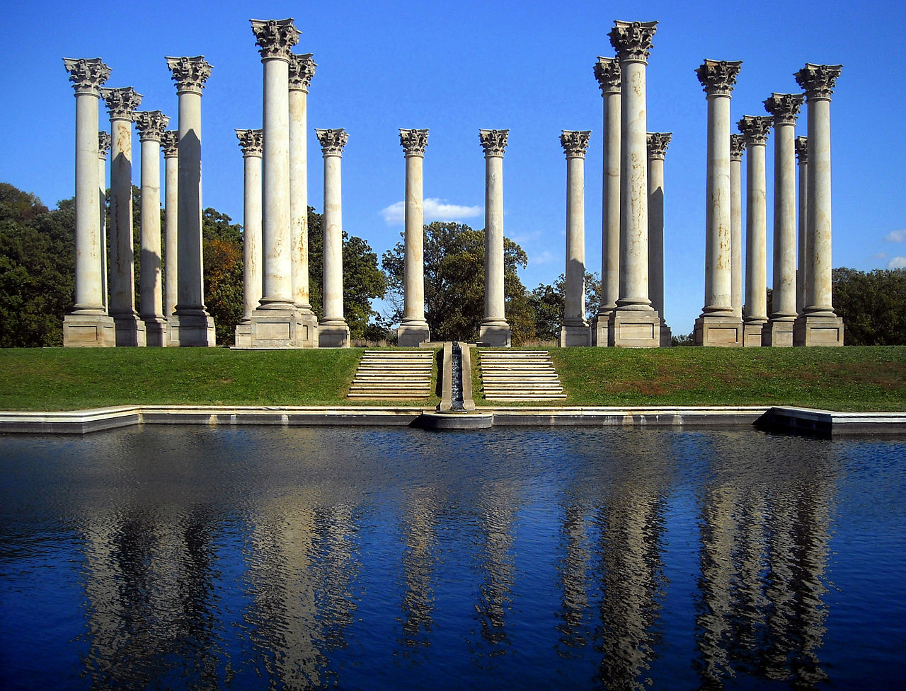 The iconic columns of the Arboretum, by AgnosticPreachersKid on Wikimedia Commons (CC BY-SA 3.0)