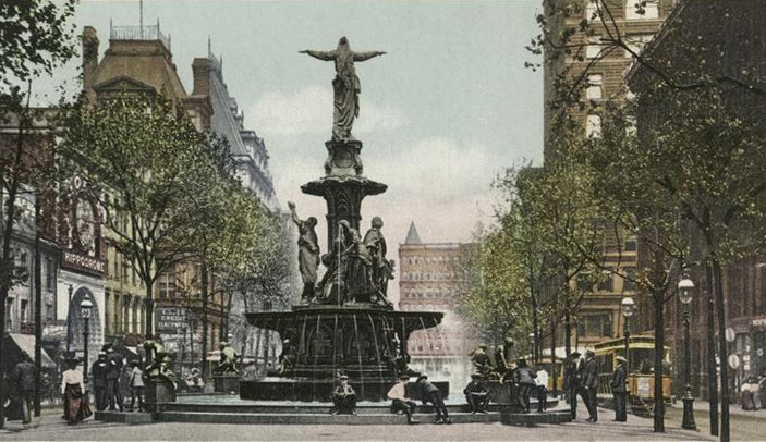 This is a photo of the fountain in 1906. As you can see, it is very pretty and the people of Cincinnati are enjoying it,