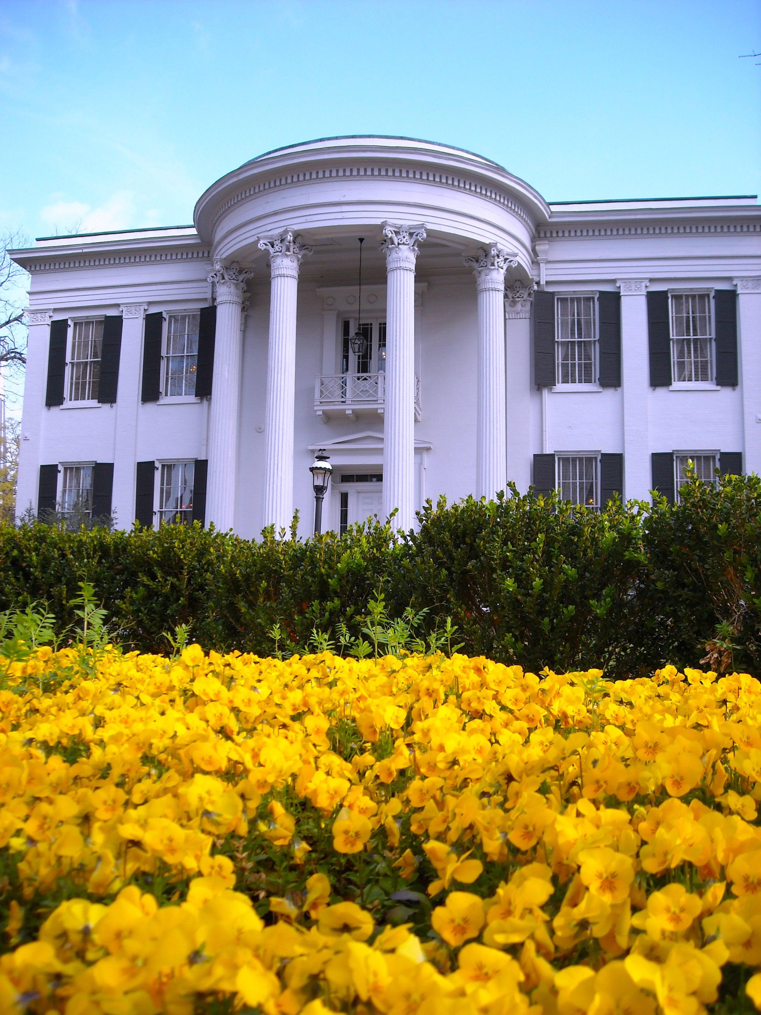 """Mississippi Governors Mansion"" by Charlie Brenner from Jackson Mississippi, USA - Licensed under CC BY-SA 2.0 via Wikimedia Commons - https://commons.wikimedia.org/wiki/File:Mississippi_G"