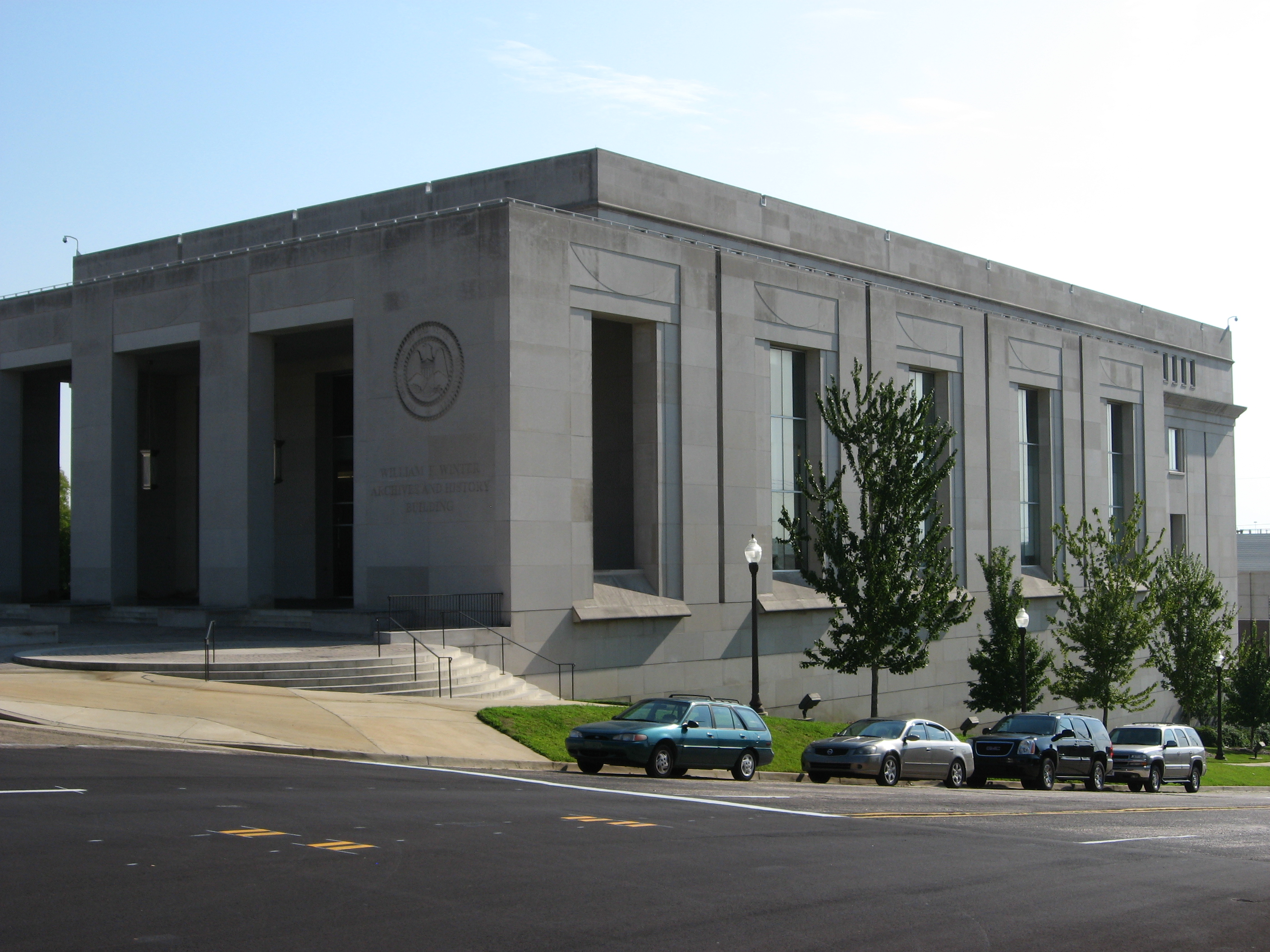 """""""Mississippi Department of Archives and History, Jackson, Mississippi (3932738300)"""" by Ken Lund from Las Vegas, Nevada, USA"""