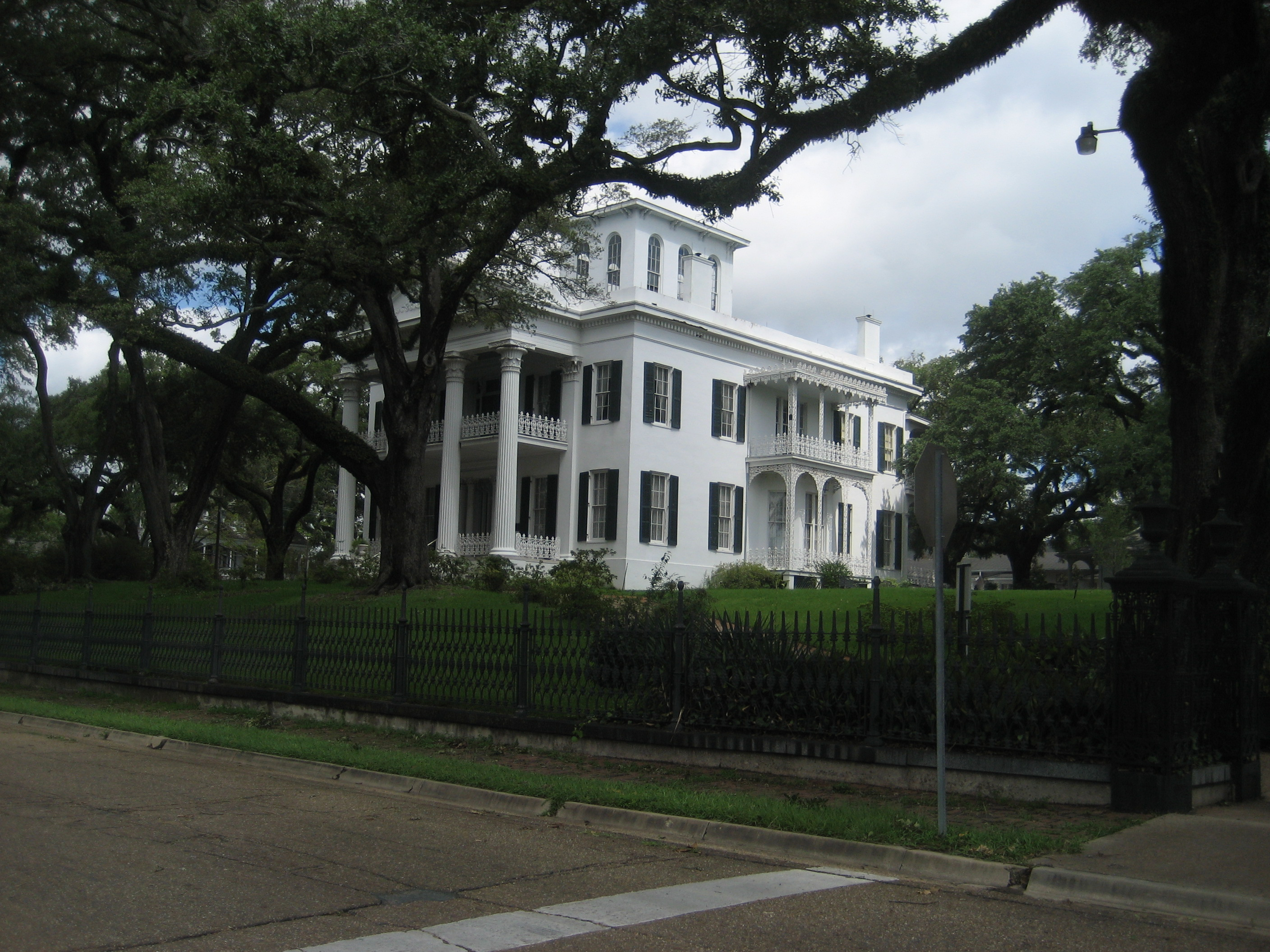 """Natchez4Sept2008HouseH"" by Infrogmation of New Orleans - Photo by Infrogmation. Licensed under CC BY-SA 3.0 via Wikimedia Commons - https://commons.wikimedia.org/wiki/File:Natchez4Sept2008HouseH.jpg#/media/File:Natchez4Sept2008HouseH.jpg"