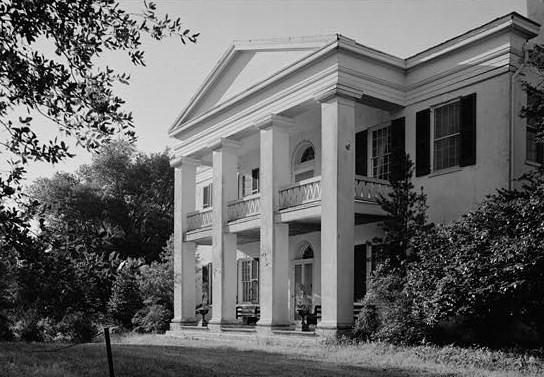 """Monmouth House, East Franklin Street & Melrose Avenue, Natchez (Adams County, Mississippi)"" by Jack E. Boucher - http://memory.loc.gov/cgi-bin/displayPhoto.pl?path=/pnp/habshaer/ms/ms0200/ms0206/photos&topImages=092799pr.jpg&topLinks=092799pv.jpg,09"