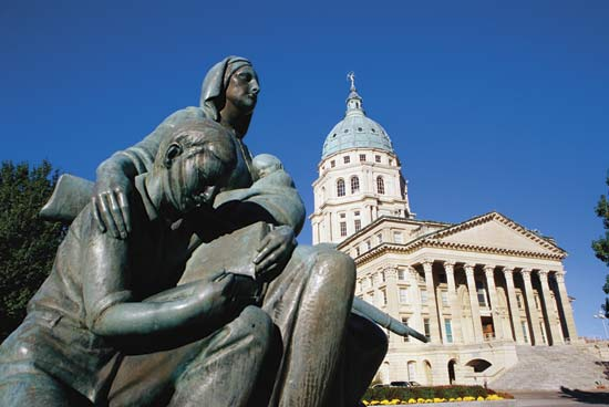 Pioneer Mother Memorial with the State Capitol in the background