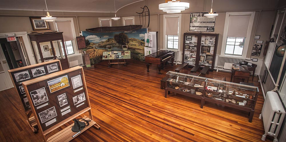 The first gallery of the museum offers a chronological overview of the history of the region.