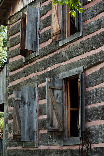 A log home located at Robbins Crossing. These buildings are originals from the 1850s era that were donated, relocated and reconstructed once they arrived at Robbins Crossing.