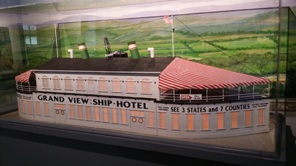 A model of a ship-shaped hotel that once stood along the Lincoln Highway.
