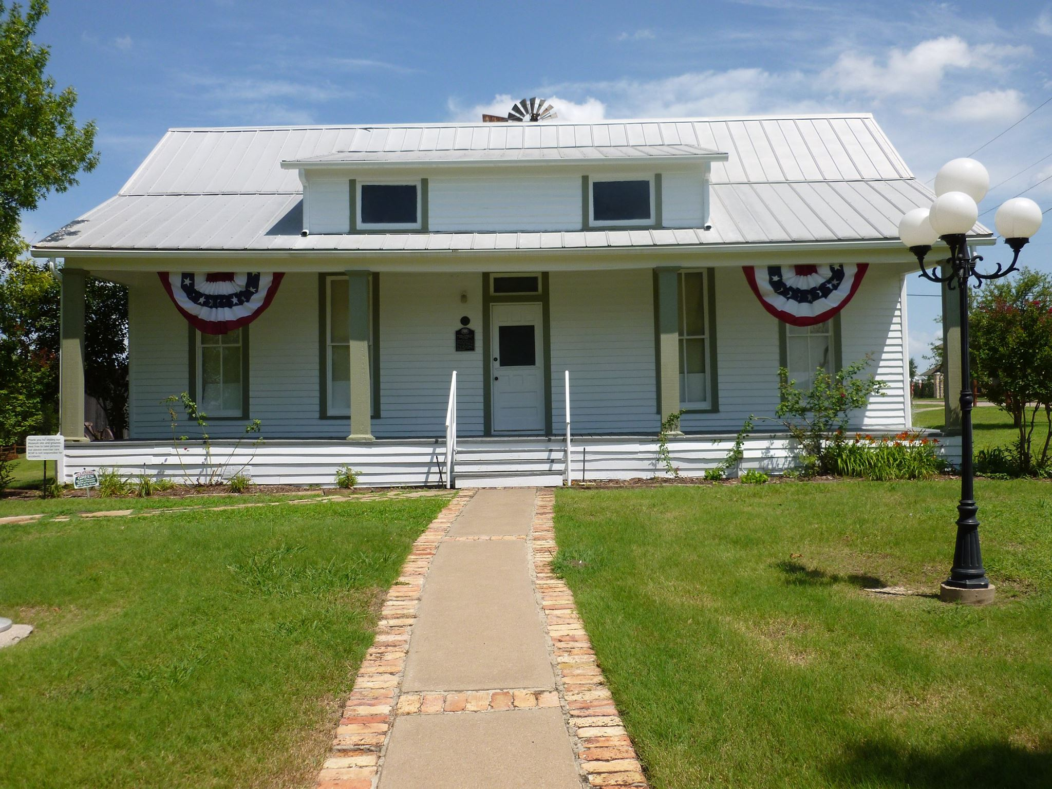 The Rockwall County Historical Foundation was established in 1978 and operates a small local history museum in this restored historical home that was built in 1850.