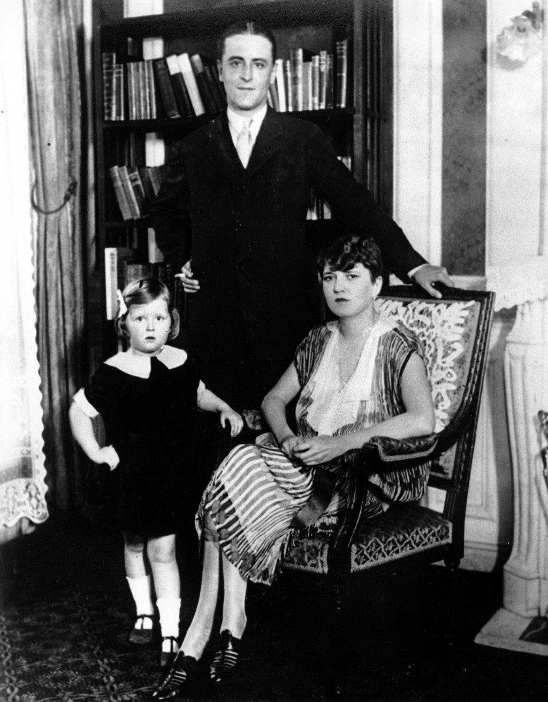 Family portrait of Zelda, F. Scott, and daughter Frances Scott Fitzgerald.