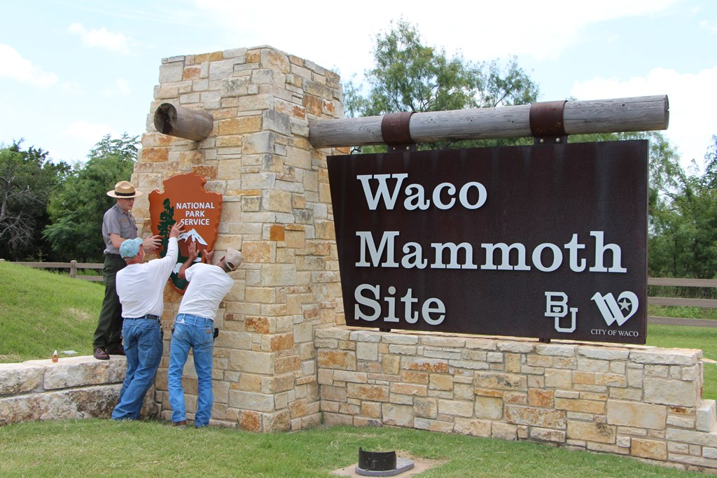 Adding the NPS sign to the Waco Site.