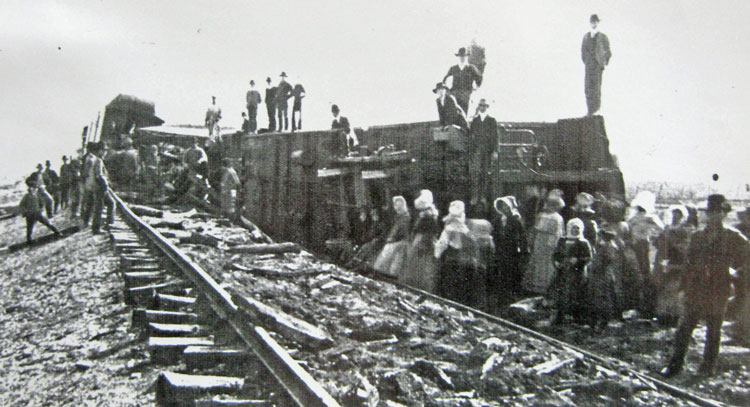 Despite the death of two observers, spectators rush to the scene of the crash hoping to acquire pieces of the wreckage as souvenirs.