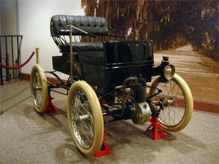 1902 Crestmobile exhibit