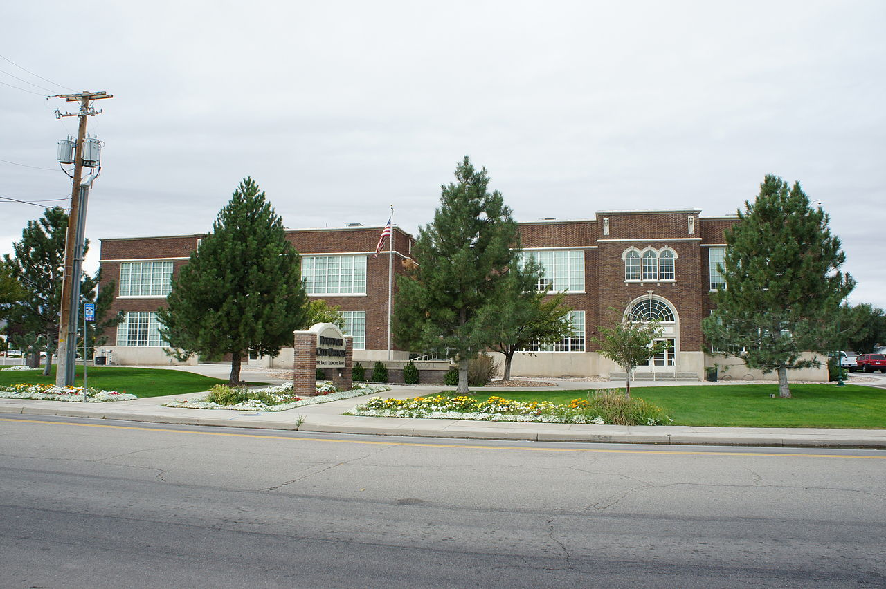 Riverton Elementary/Riverton City Office.