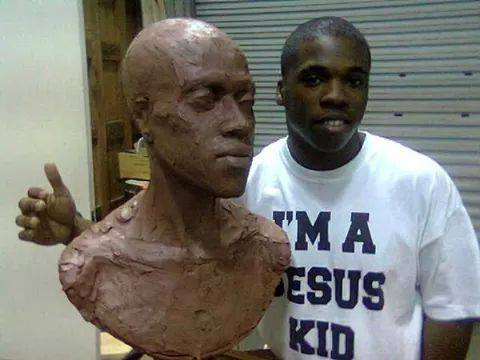 Model Savalas Williams poses with the statue before it was sent off to Chicago.