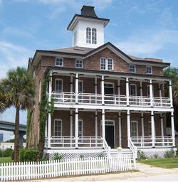 Old St. Luke's Hospital  Photo credit: Wikimedia Commons, photo uploaded by Ebyabe