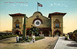 """Sunset Depot, San Antonio, Texas"" by Geo. M. Bearce - The University of Houston Digital Library: http://digital.lib.uh.edu. Licensed under Public Domain via Wikimedia Commons - https://commons.wikimedia.org/wiki/File:Sunset_Depot,_San_Antonio,_Texas"