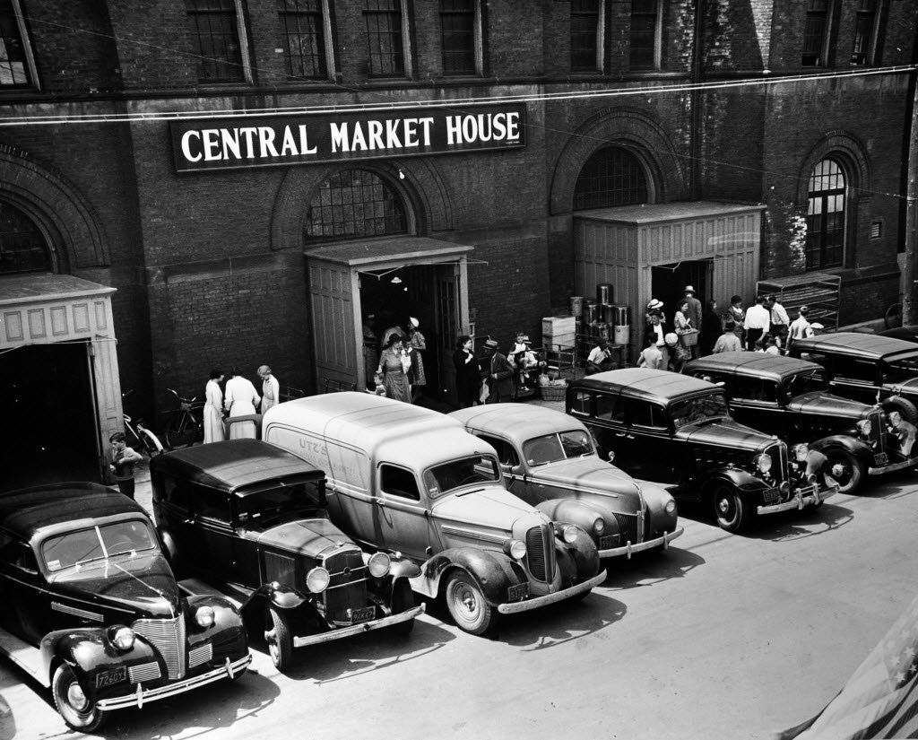Vendors unload their goods at the market's loading docks in the 1950s.