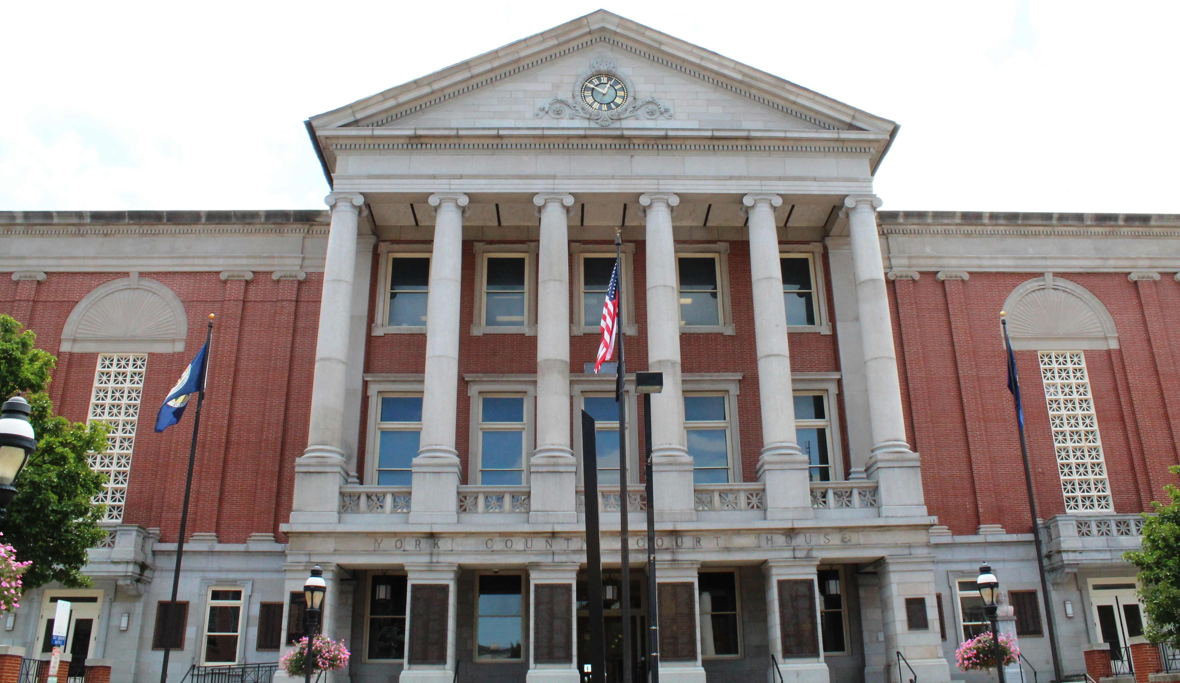 A photograph of the current courthouse.