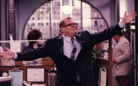 "Drew Carey ""inside"" the Winfred-Louder building. Although the Halle's Brothers Co. building was shown as the location of this fictional store, no filming occurred inside."
