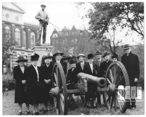 United Daughters of the Confederacy pose with cannon in front of the Confederate Monument