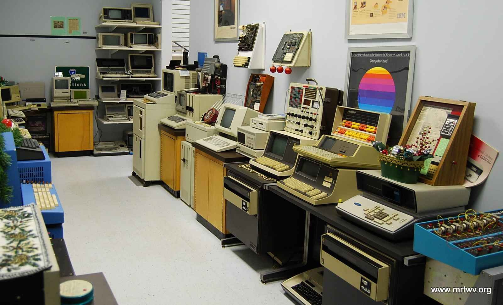 In addition to radios, the museum contains many other pieces of technoogy such as these vintage computers. Image obtained from the Museum of Radio and Technology.