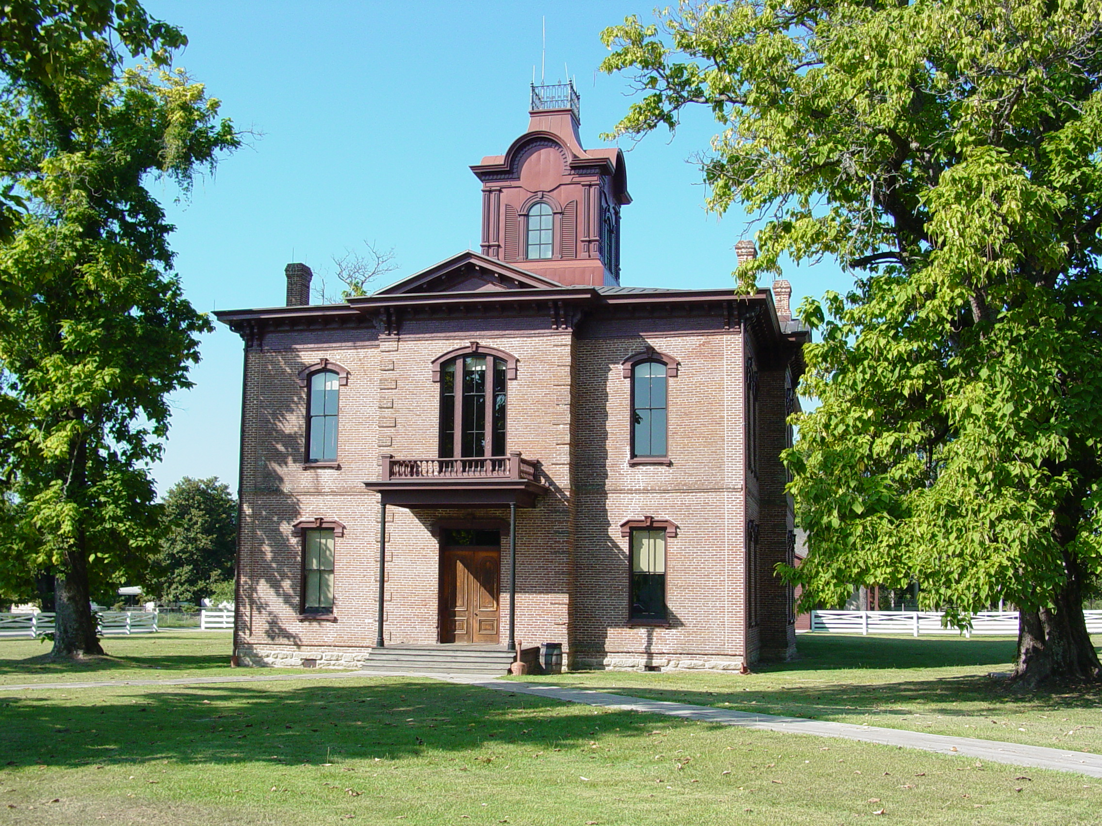 This grand, circa 1874 building was the county courthouse for Hempstead County from 1874 to 1939. It was the last courthouse to be built in Washington. It now serves as the Historic Washington State Park's  visitor center and gift shop.