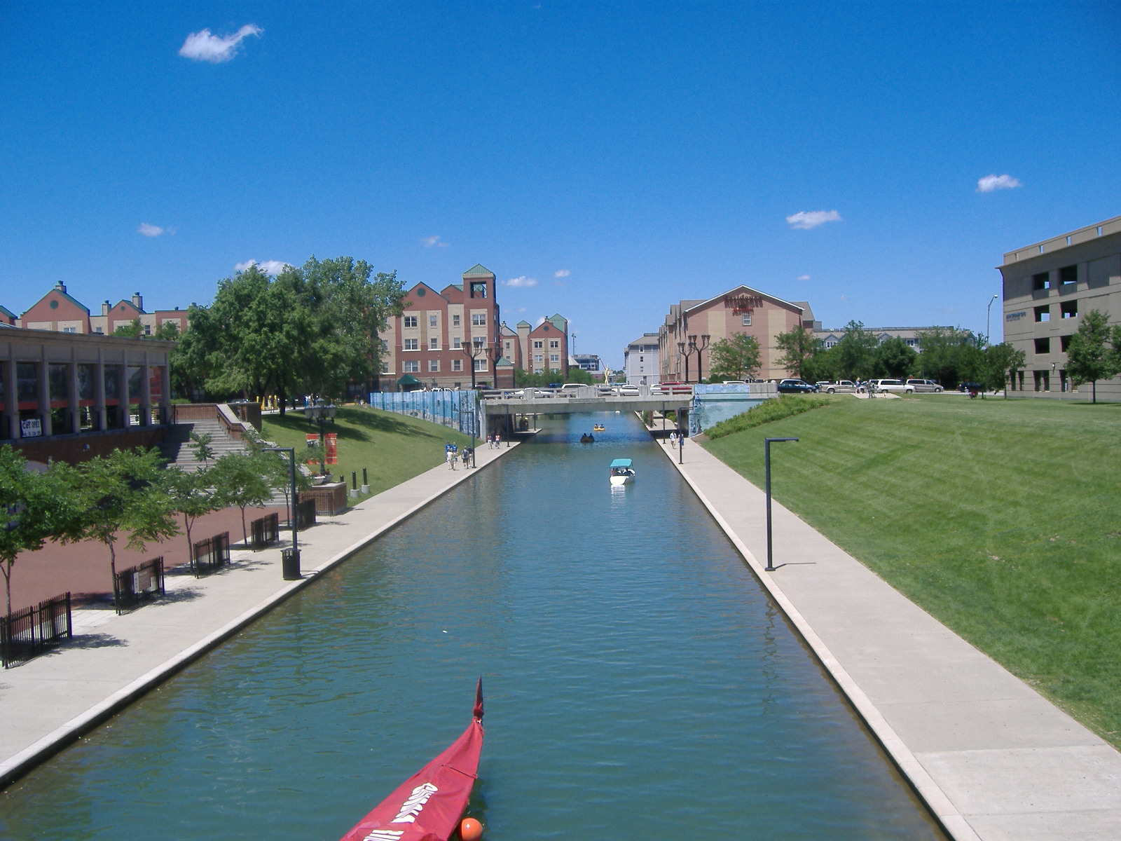 The canal as it passes the Indiana Historical Society
