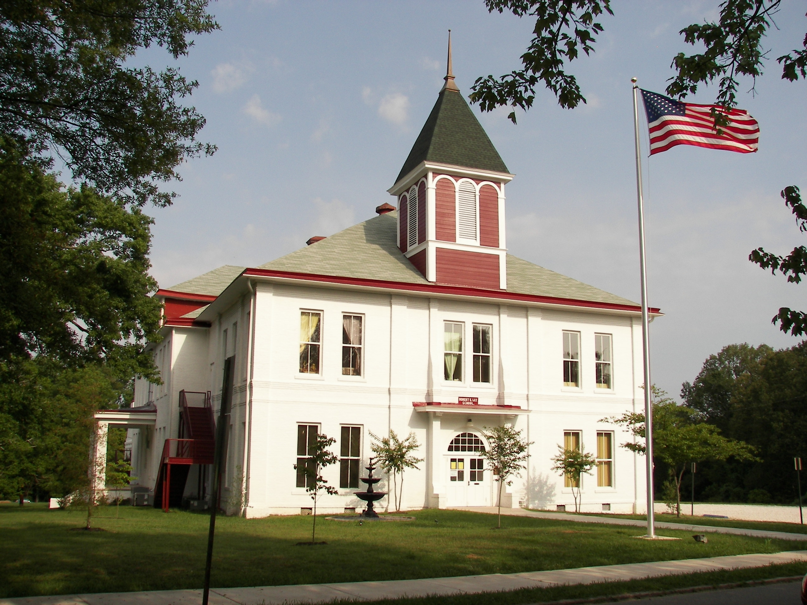 The Lee Academy For the Arts, formerly Robert E. Lee School, was built in 1893.