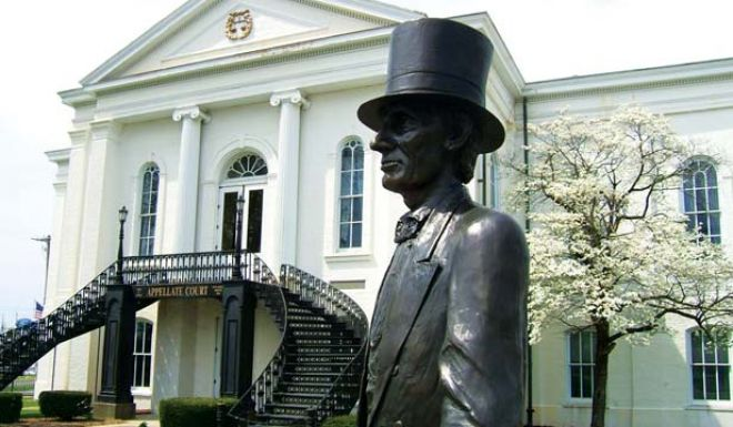 Statue of Abe Lincoln with courthouse in the background.