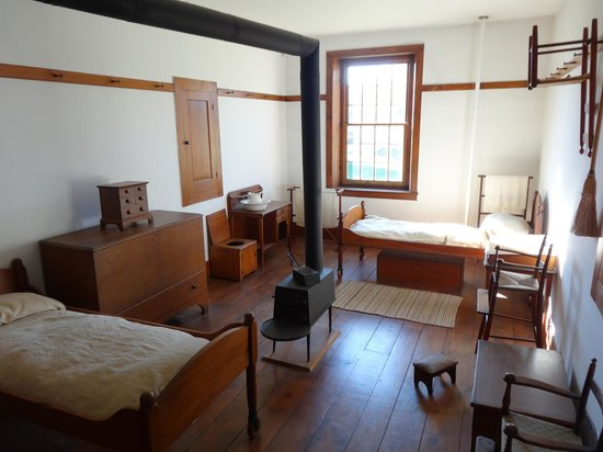 Typical Shaker bedroom