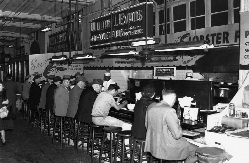 Meat rationing sends lunchtime customers to William L. Evans Seafood Specialists in 1947.