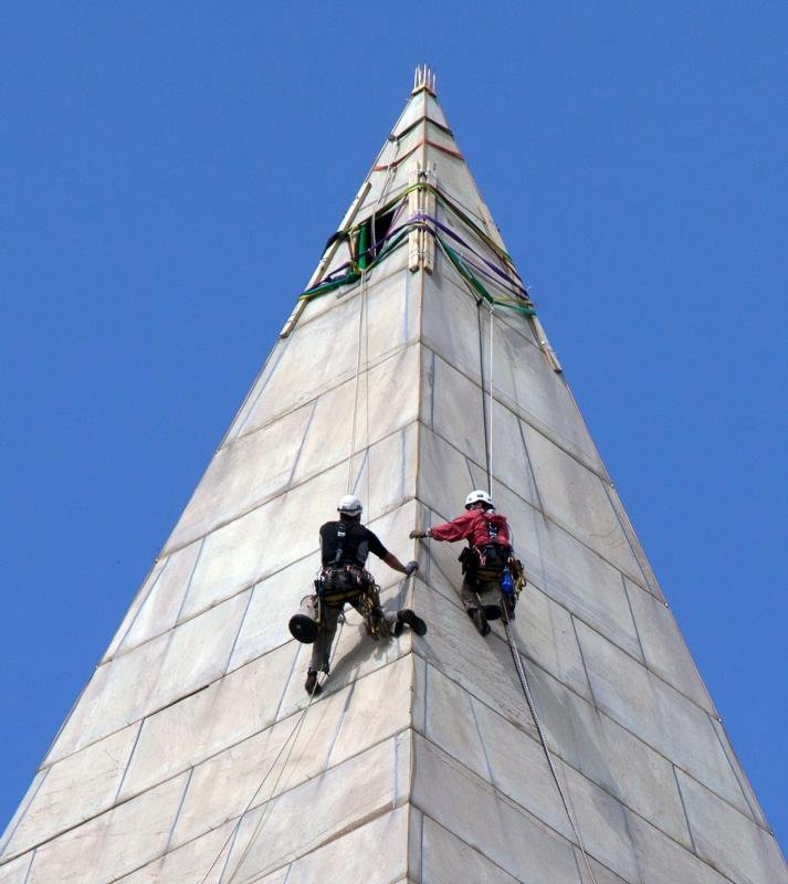 Contractors assess damage to the Washington Monument after the August 23, 2011 earthquake. Photo courtesy of the National Park Service.
