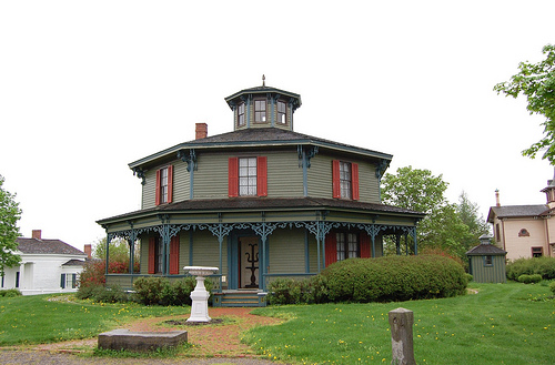 Another notable building is the the octogan shaped Hyde House, which was built around 1870.