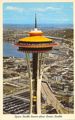 Picture showing the colors of the Space Needle.