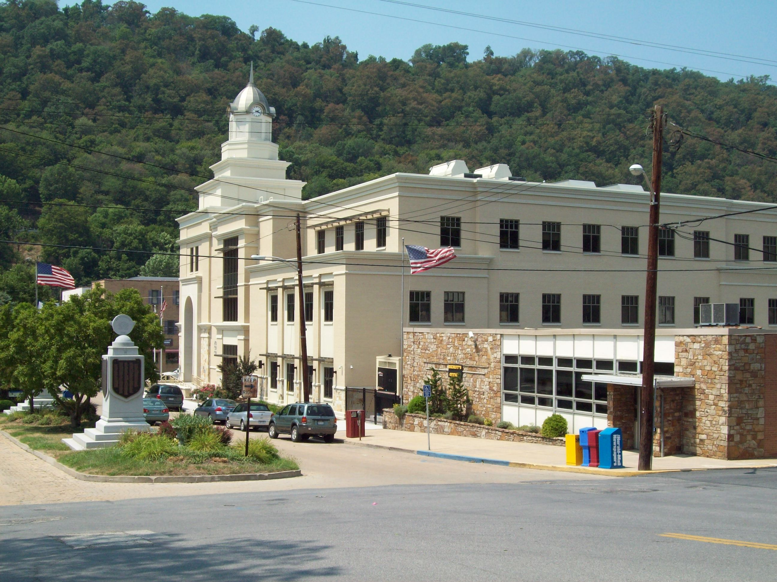 Photo of the courthouse taken in July, 2011.