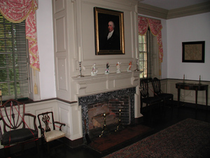 President Washington convened Cabinet meetings in the parlor.