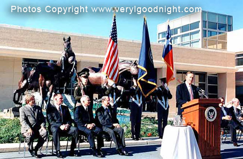 President Bush dedicating Veryl Goodnight's monument.
