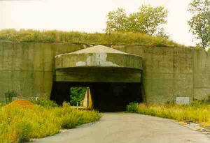 Photo of an empty gun casemate at the Highlands in New Jersey. The base is not currently in use as an army site.