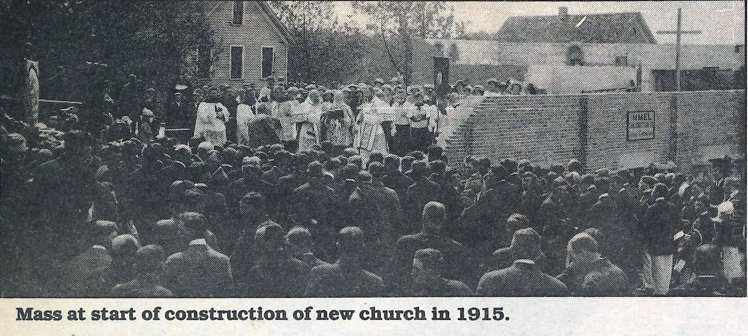 Mass at the construction site of St. Peter's, 1915.
