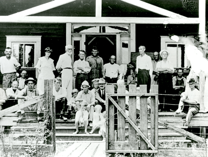 New Llano colonists gathered on the hotel porch. Three meals were prepared for all the colonists in the hotel each day.