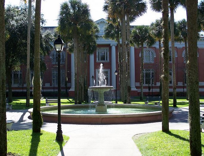 Sampson Hall on the Deland campus was made possible by a gift from Andrew Carnegie. The building now houses the Duncan Gallery of Art.