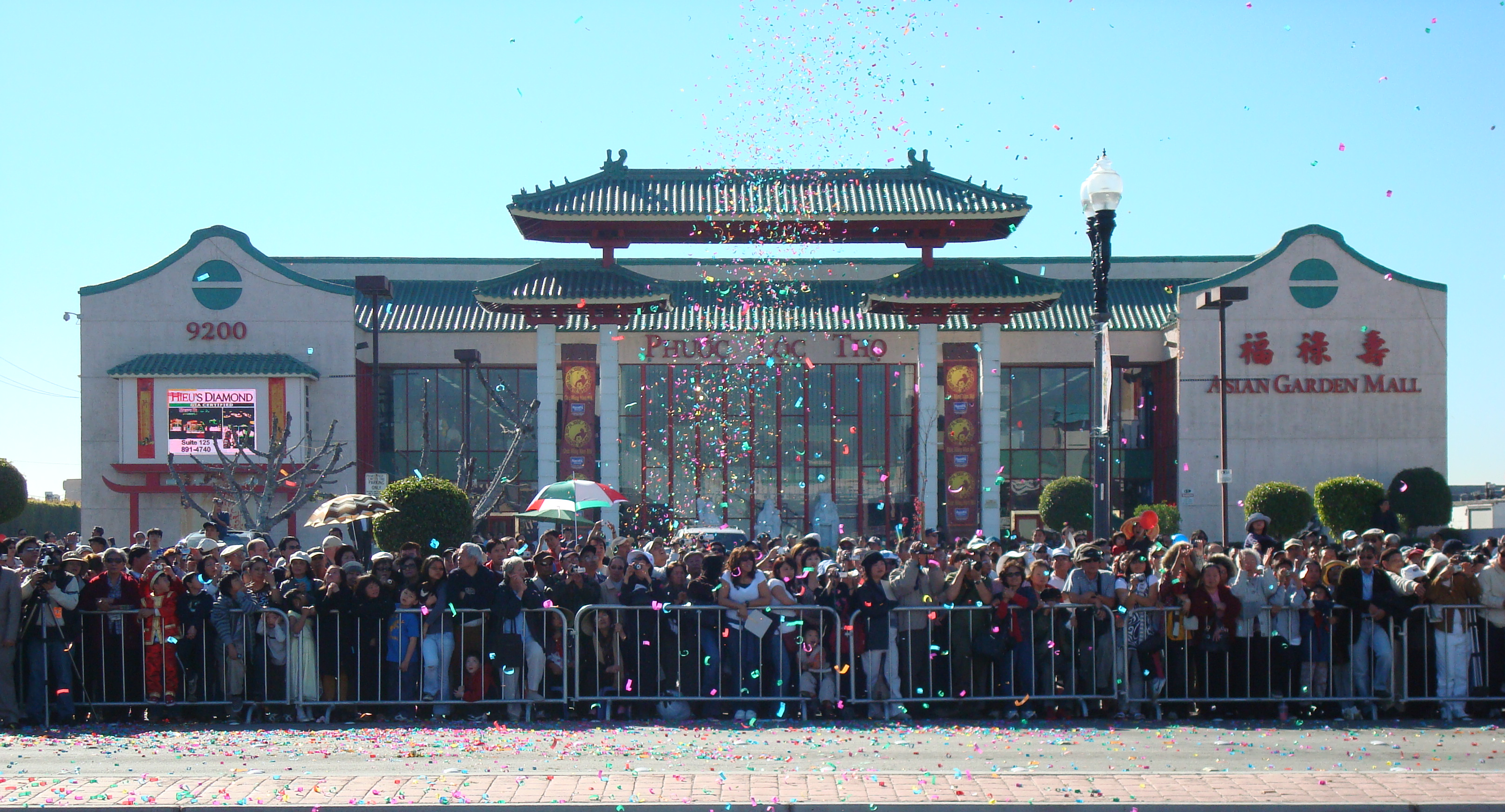 2008 Tết celebration in front of Phước Lộc Thọ from Wikimedia (https://commons.wikimedia.org/wiki/File:Phuoc_Loc_Tho_Tet_2008.jpg).