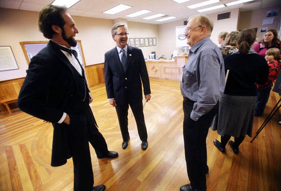 Period actor portraying Abraham Lincoln visits the center.