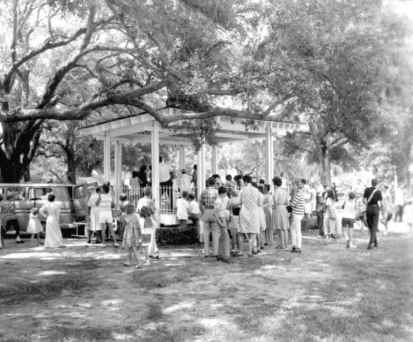 During the square's restoration in the 1960s, a crowd gathers to take part.