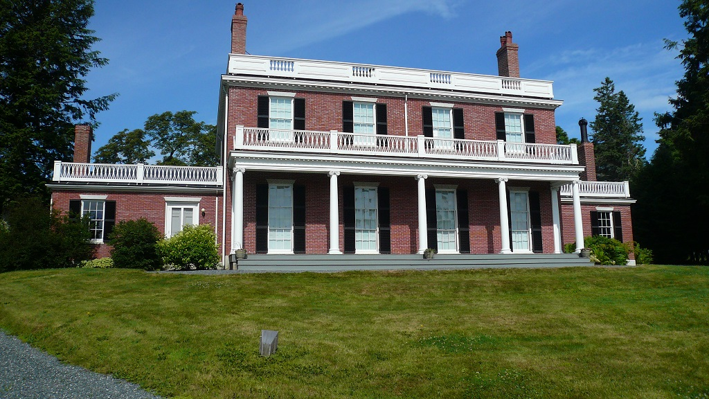 The house is a perfectly preserved specimen of Federal architecture, with highly symmetrical designs and neo-classical elements (ancient Greek and Roman homages). Two wings project off to the sides. The grounds preserve other buildings, as well.