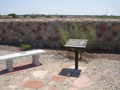 Marker in Concordia on location of the 2-tiered plot